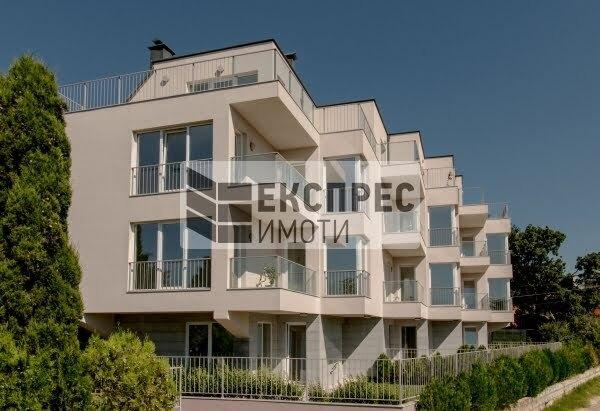 Нов Тристаен апартамент