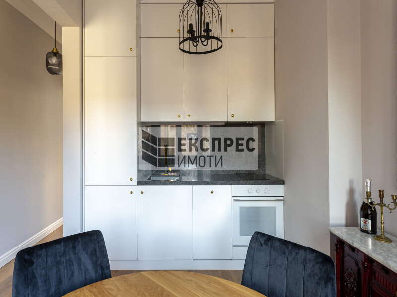 Нов, луксозен, обзаведен Тристаен апартамент