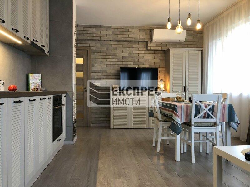 Нов, Луксозно, Обзаведен Тристаен апартамент
