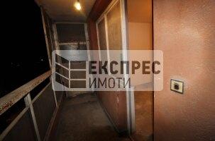 Необзаведен Двустаен апартамент, Лятно кино Тракия