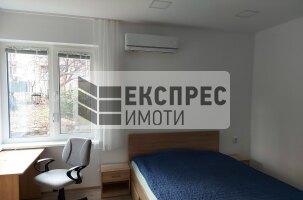 Тристаен апартамент, Медицинска академия